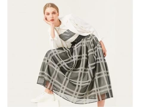 春コーデは大人フェミニンに!「ルミノーゾ・コムサ」から新作スカート登場