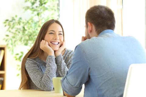 笑顔が多いなど、言葉より「表情」が豊か