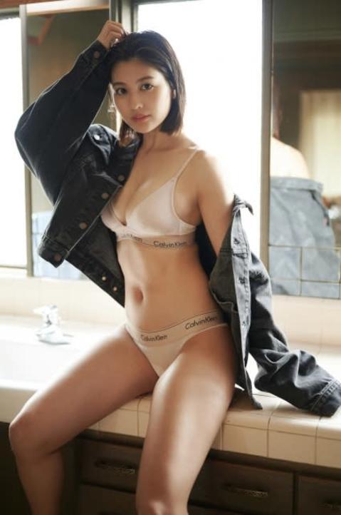 『テラハ』で話題のグラビアモデル・林ゆめ、スポーティーグラビアで圧巻BODY披露
