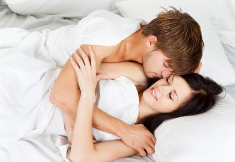 お泊まりデートで…男が喜ぶ「寝起きのひと言」