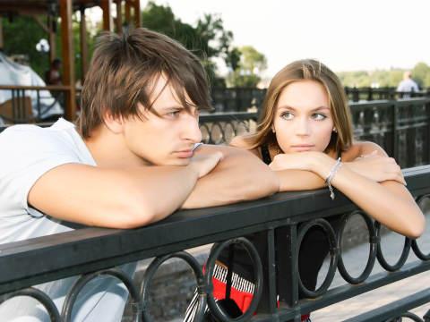 デートのとき、彼が「無口になってしまった」原因とは…?