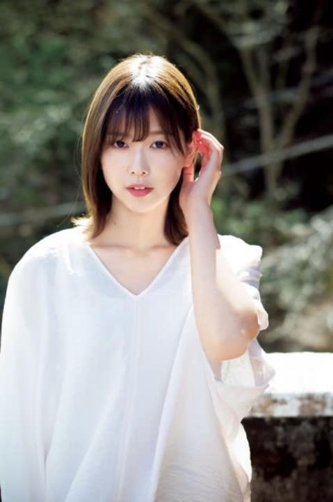 欅坂46渡邉理佐、等身大の素顔で魅了 グループNo.1クールビューティーの最新グラビア