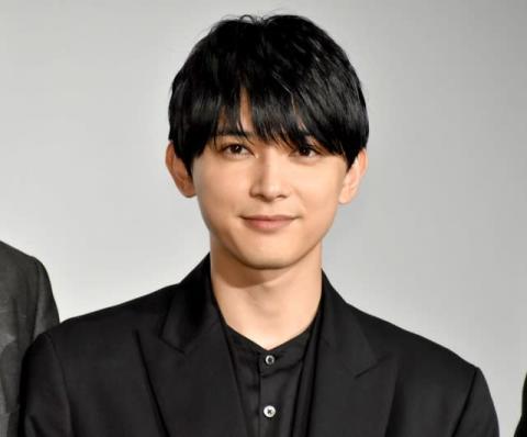 吉沢亮、再びヒゲ写真公開で歓喜の声 1度なくなるも「また伸びてました笑」