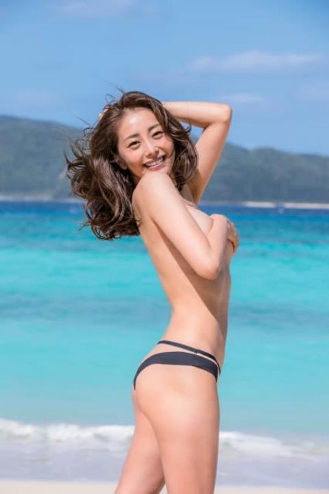 熊切あさ美、16年ぶり写真集で圧巻の肉体美を披露 限界ショットにも挑戦