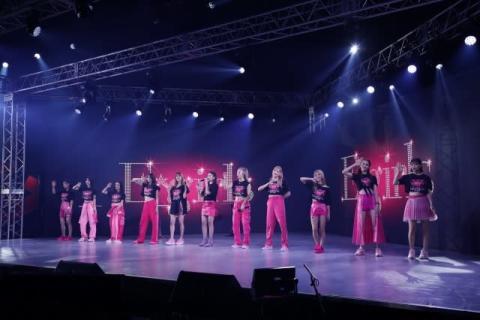 E-girls、配信ライブで胸中 ラストツアー中止に「もどかしさや葛藤」「早く恩返しを」