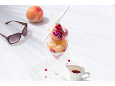 食べ進めるごとに新たな味覚と出会える!白桃を使った8層の新作パフェ登場