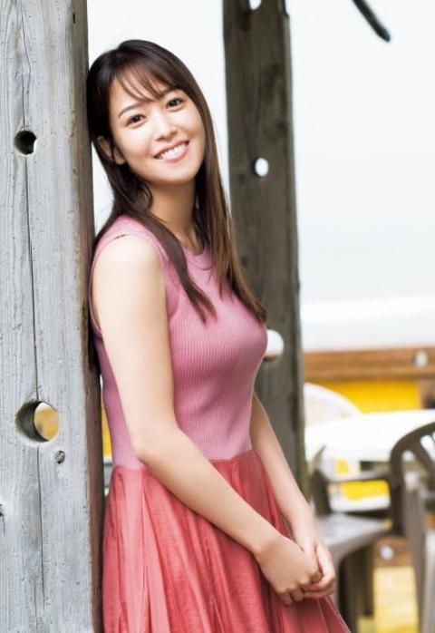 鷲見玲奈アナ、3年ぶり『ヤンジャン』表紙 磨きのかかった美&圧巻スタイルで魅了