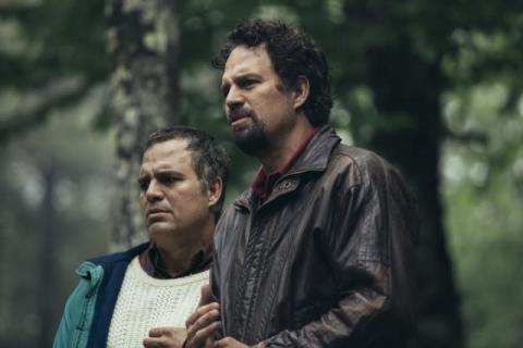 マーク・ラファロ、9キロ減からの18キロ増量で一人二役 エミー賞ノミネート