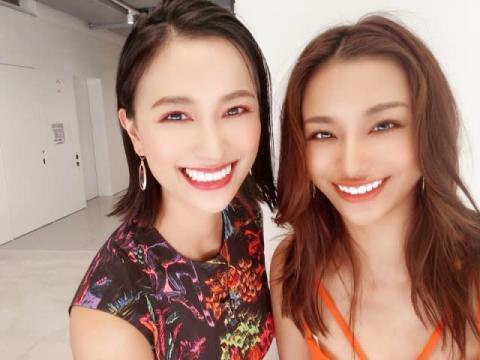 高橋メアリージュン、ユウとの姉妹ショット公開「美人姉妹」「ふたりの笑顔ステキ」