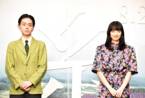 菅田将暉&小松菜奈、息ピッタリの3度目共演「つばかけあった思い出がきいた」