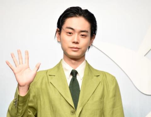 菅田将暉、初の父親役でデレデレ 小松菜奈も「良いお父さんになる」と太鼓判