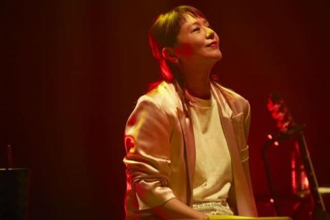 小泉今日子、8年ぶりライブで10曲熱唱「歌手なんです」 104作品726曲サブスク解禁を機に
