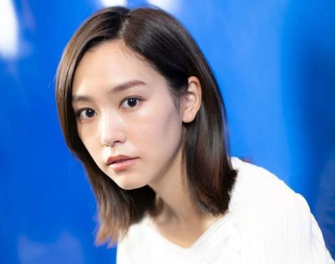 桐谷美玲、ノースリーブ姿の肌見せショット「女神様」「美しすぎる、、、」
