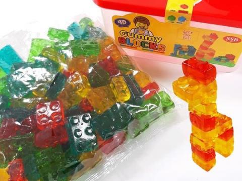 おもちゃのブロックのように組み立て可能!「4Dブロックグミ」って?