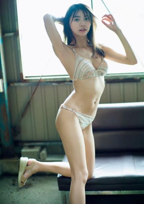 『仮面ライダーセイバー』ヒロイン・川津明日香、緊急撮り下ろしグラビア ビキニで魅了