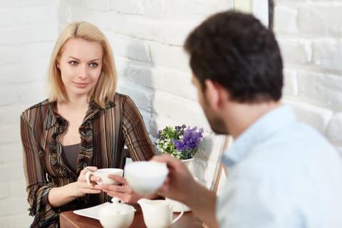 年下男子が「イラッとする」年上女性の話し方3つ