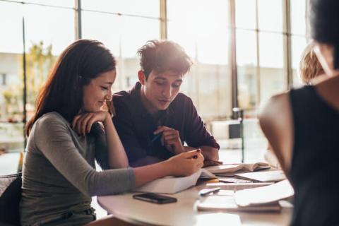 じつは他に理由がある?「恋愛よりも仕事を優先する男性」の心理