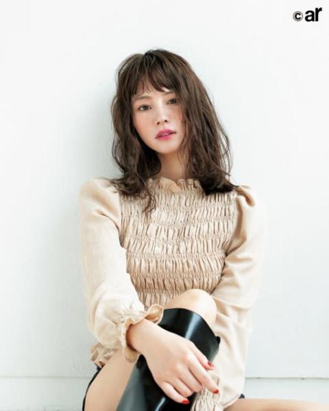 堀北真希さんの妹・NANAMI、美肌を生かした旬のメイク顔を披露