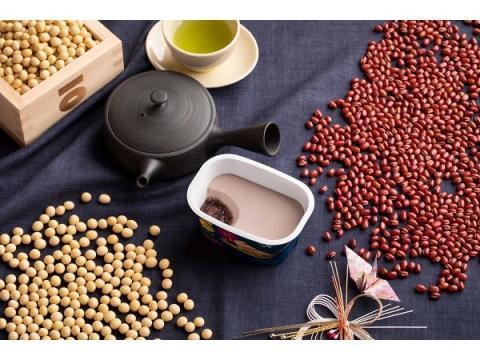 粒小豆の上に小豆味のプリンをON!さとの雪「大豆のプリン」に新味が登場