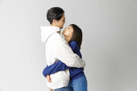 ラブリ、夫と抱き合う動画で初共演「照れくささが動きに全開で滲み出てます」