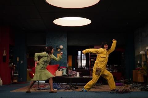 三谷幸喜×香取慎吾『誰かが、見ている』宮澤エマ・佐藤二朗も奮闘した舞台裏