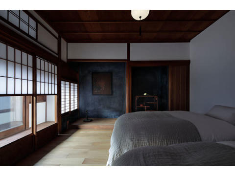 現代アートとアンティークが融合する古民家「一棟貸しの宿」桑名市に開業