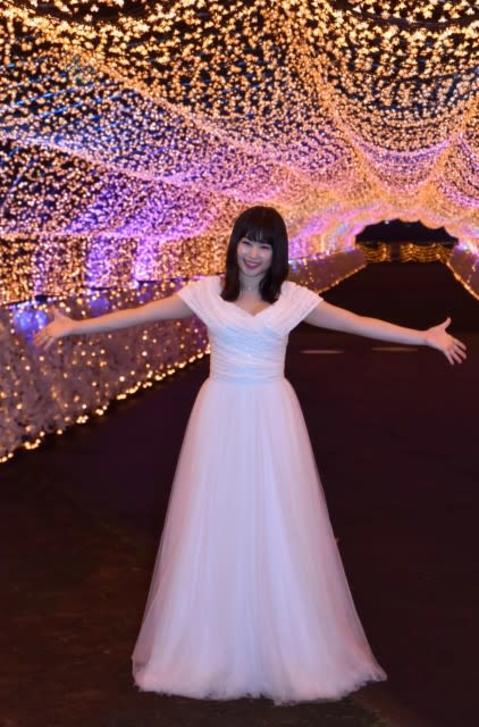 桜井日奈子、胸元ざっくりドレスに照れ「スリルがありました」 シンデレラ風衣装でご満悦