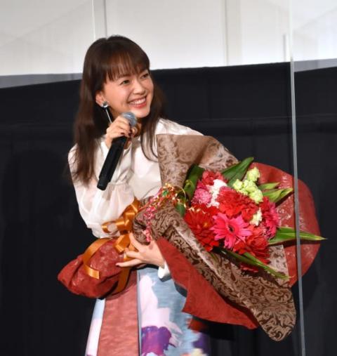多部未華子、岩田剛典からサプライズ花束「うれしい!」