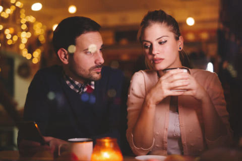 え、ダサ…男性が「一緒にいるのが恥ずかしい」と思う女性の特徴