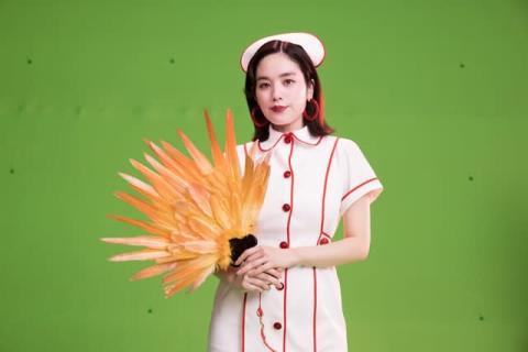 筧美和子、ナース姿で大胆過ぎる美脚 スマホゲームの新CM出演「ひたすらカッコつけました」