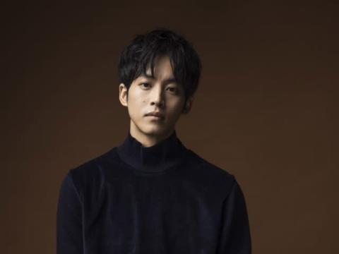 松坂桃李、不祥事に振り回される広報マン役 ブラックコメディーに挑戦