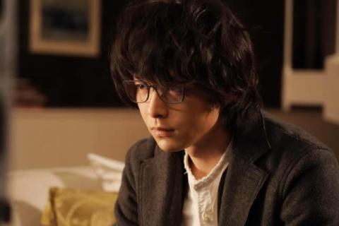 """中村倫也、重い前髪で""""孤独""""を宿した瞳を表現 豪華キャストの中で放つ異質な存在感"""