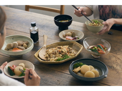 新シリーズ「OUCHI GOHAN」から炊き込みごはんの素2種が新発売!