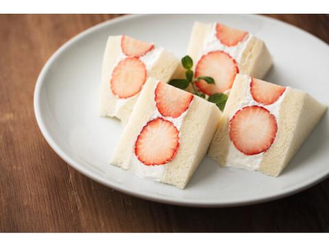 地元宮崎の苺を贅沢に使用!「九州パンケーキ」に季節限定メニューが登場