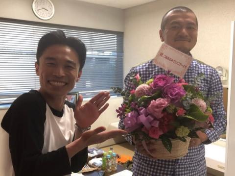 """カミナリ・まなぶ『ダウンタウンDX』で""""ヌルっと""""結婚発表「ここでいいかな…」"""