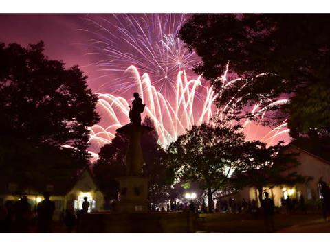 茨城「こもれび 森のイバライド」、疫病退散の願いを込めて打ち上げ花火開催