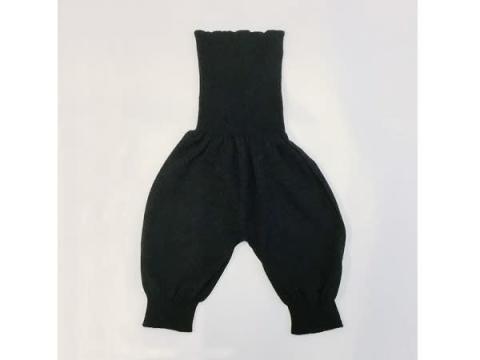 お腹と太ももをしっかり温める!無縫製肌着の「ニットの腹巻パンツ」