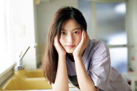 今田美桜、1年半ぶり『マガジン』カバー 輝くような美しさで2020年を締めくくる