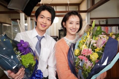 波瑠、松下洸平と『#リモラブ』クランクアップ 「明日から、一人ぼっちの日常に」寂しさにじませる