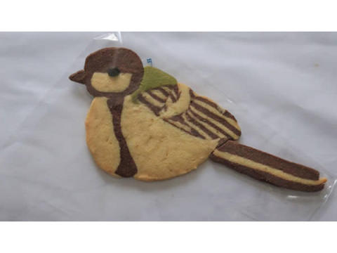 カラフルで可愛い!環境保全に取り組む「4羽の野鳥クッキーセット」が発売