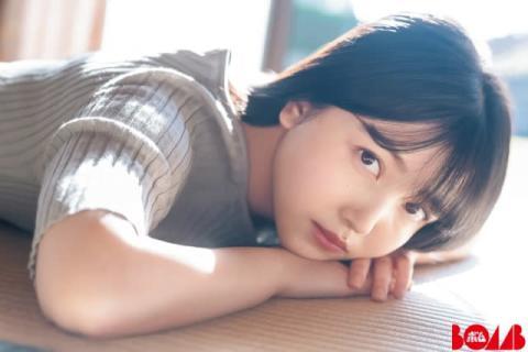 乃木坂46・久保史緒里とのんびりお正月、輝くような美肌も披露 『BOMB』初表紙【独占カットあり】