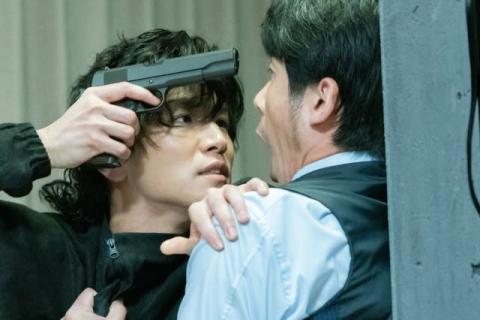 岩田剛典、冷淡で殺気を帯びた表情を見せる 『名も無き世界のエンドロール』本編映像解禁