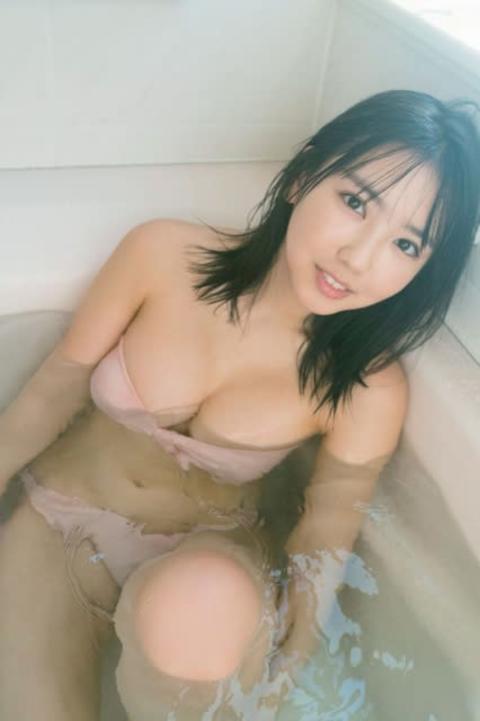 沢口愛華、高校卒業目前にラスト制服グラビア しっとり濡れ肌の入浴姿も披露【独占カット】