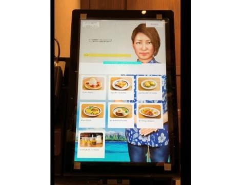 「Eggs 'n Things」が国内初の非接触型「AIアバターレジ」の設置を開始