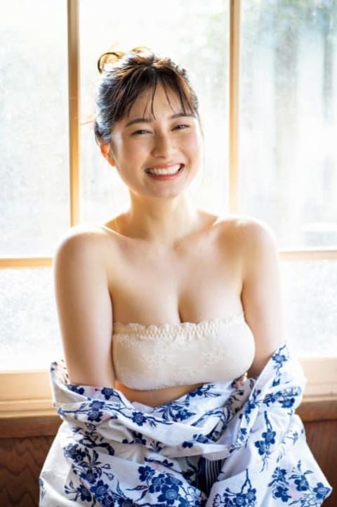 大久保桜子、女湯でこぼれる濡れ肌バスト 温泉グラビアで「やっぱり気持ちいいですね」