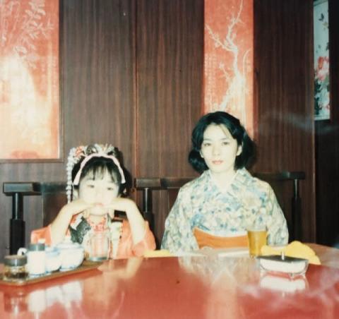 """平野ノラ、七五三""""母娘ショット""""&誕生時の写真公開 親の若さに改めて驚き"""
