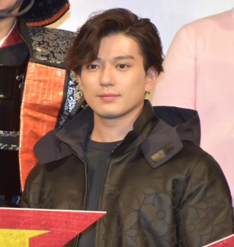 新田真剣佑、天下取り目指す「海外で活躍する日本語も話せる役者に」