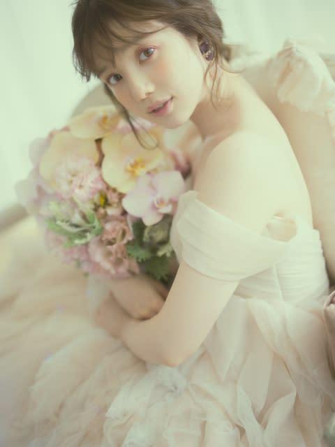 テレビ朝日・弘中綾香アナ、初のウエディングドレス姿 結婚相手の条件は「寛容な人」