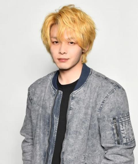 """中村倫也、役作りで""""金髪""""姿に 主演ドラマ『珈琲いかがでしょう』4月スタート"""