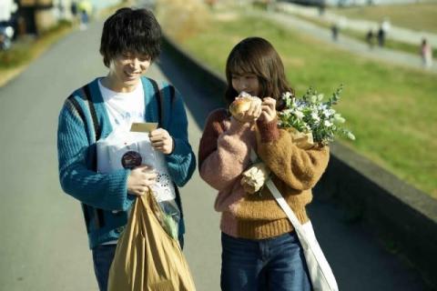 菅田将暉&有村架純、感謝のメッセージ映像上映決定 『花束みたいな恋をした』V4
